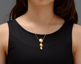 Short gold necklace, delicate gold necklace, short pendant gold, gold necklace, modern necklace, gold pendant, delicate gold pendant