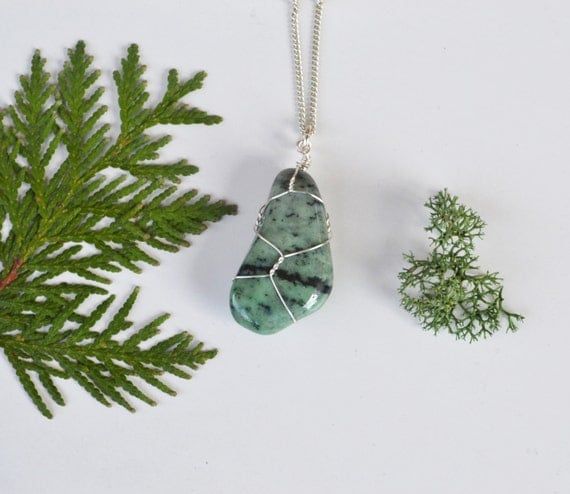 Green Garnet Necklace, Green Garnet, Natural Garnet, Garnet Stone Necklace, Tumbled Stone Garnet, Geology Gifts Jewelry, Gemstone Necklaces
