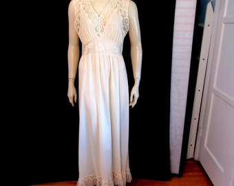 Vintage 40s Mary Barron Peach Blush Honeymoon Lace Front Long Full WWII Pin Up Nightgown Negligee Size 34