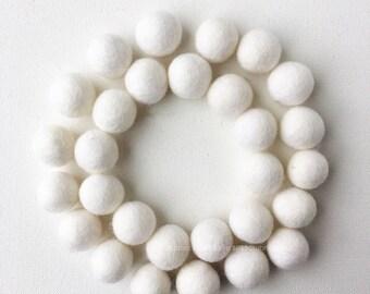 White Felt Ball Set, Christmas Felt Balls, Winter Felt Balls, 30 Pieces Wool Felt Balls