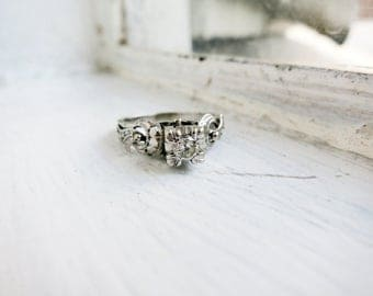 Antique 8K White Gold Engagement Ring with Diamond (US Ring Size 5.5)