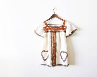 70s blouse / crochet blouse / vintage 1970s womans peasant blouse / bohemian clothing / flutter sleeve / heart pocket / medium large