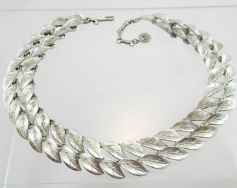 FREE Shipping Vintage Lisner Signed Double Chain Leaf Link Necklace 2 strand Leaves Silver Tone Metal Choker