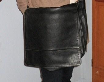 1990s Fine Argentine Black Leather Messenger Bag, Vintage Large Black Messenger Bag Made in Argentina, Black Messenger Bag, Cross Body Bag