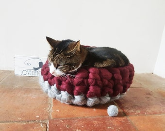 Cat Bed Chunky Kit Cat basket with free Ball 100% wool in Grey & Maroon ideal cat lover gift
