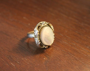 Beautiful Vintage 1970's Mother Of Pearl Whiting And Davis Ring