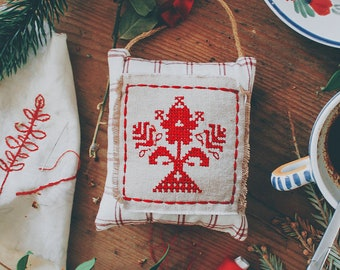 """Decorative fabric and cross point suspension, mountain style / country / rustic / retro / vintage / traditional, savoyard folklore, """"Kirsti"""""""