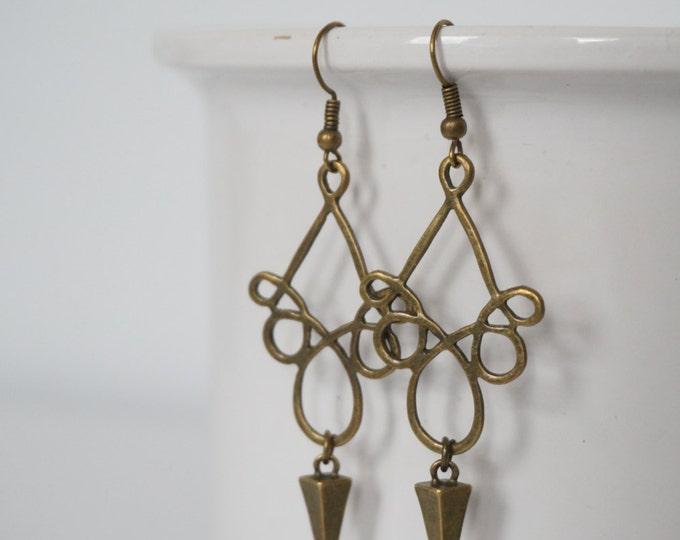Bronze earrings alveoli.