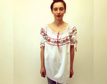 Eva Blouse // vintage tunic boho hippie sun cotton bohemian ethnic Mexican embroidered white dress hippy floral // O/S