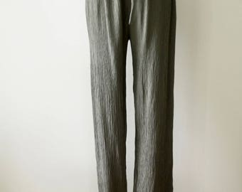 90s grey crinkle pants. Steel grey 90s pants. Slouchy textured trousers. Dark grey trousers. Minimalist trousers. Katies. Avant Garde Size M