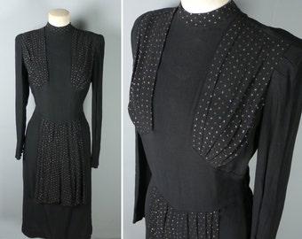 des années 40 noir robe en crêpe avec des embellissements de paillettes or et drapé devant - robe de femme fatale art déco film noir - xs