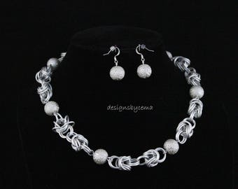 Necklace and earring set in silver