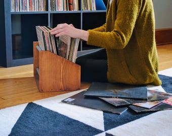 record storage rack / / 30 record capacity / / minimal style