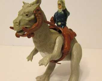 Vintage Star Wars 1980 Empire Strikes Back Tauntaun Action Figure with Han Solo (in Hoth Outfit)