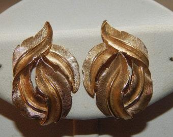 Vintage Crown Trifari Earrings Brushed Gold Tone Leaf Leaves Clip On Earrings Signed Trifari