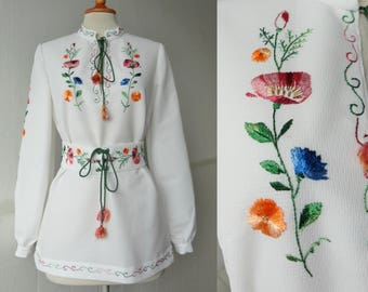 Lovely 70s White Embroidered Vintage Blouse With Belt