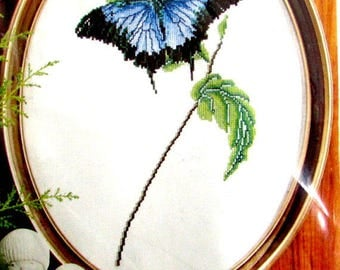 55%off//CROSS STITCH KITS//by Thea Gouverneur. a  Blue Butterfly on a Leaf, Linen Background. Dmc Cotton Organized.//Was (35.00) Now!