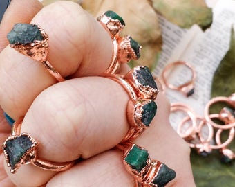 Petite Raw EMERALD Stacking Rings. Emerald Ring. Crystal Ring. Green Emerald Copper Ring. Copper Ring. Boho Ring. Stacking Rings. Vegan
