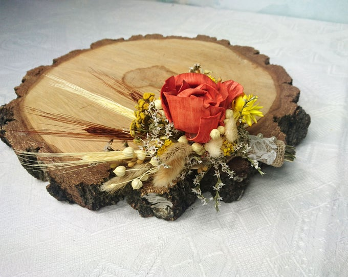 Boutonniere in autumn colors made of wheat, dried flowers and sola flowers