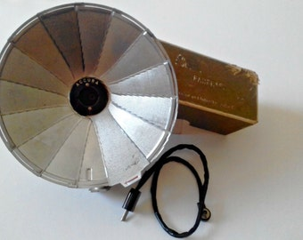 Vintage 1970s Accura Fan Flash Attachment Folding Collapsible Flash Accessory Plug In with Ejector and Interchangeable Cord - Parts Decor.