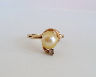 Vintage Solid 10K Yellow Gold Pearl Gemstone Ring Engagement Ring