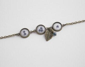 Blue Flower Bracelet. Floral Bezel Bracelet. Gift for Mom. Gift for Her. Valentine Day Gift. Blue Clasp Bracelet. Tiny Floral Charm Bracelet