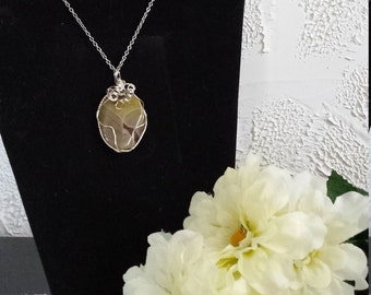 Wire wrapped cabochon pendant necklace