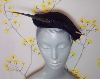 Vintage 1950s Midnight Blue Velvet Cocktail Hat With Quill Ladies Navy Blue Velvet Hat