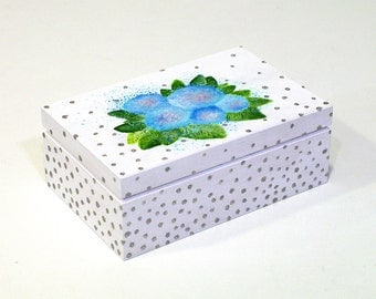Painted boxes Trinket box for jewelry White Storage box Painted wooden jewelry boxes Mothers day gift box Flowers Summer box Sweets box