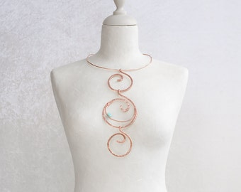 A choker necklace in copper wire wrapped totally handmade, with spirals is the right jewel for an anniversary gift, a really trendy choker