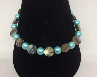 Glass pearl and abalone shell disc bracelet