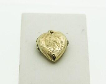 A Pretty Vintage Heart Shaped locket   SKU971