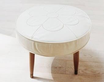 Vintage Mid Century Modern Ottoman, 1970s Footstool, Cream Daisy Tapered Leg Ottoman, Boho Furniture