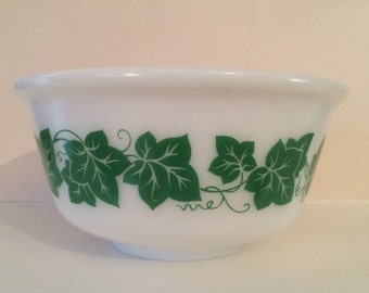 Vintage Hazel Atlas Ivy bowl