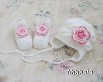 Milky white Hat and booties, pink roses, 0-12 months, newborn girl, winter set, knitted hat, socks flower, wool merino hat, clothing baptism