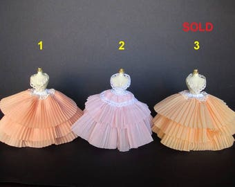 OOAK dresses in 1:12 scale for dolls and dollhouse. Miniature by Paola&Sara Miniature. Dress, mannequin, hat, doll, dollshouse.