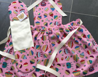 Cup cakes Apron with toy oven mitt