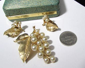 crown trifari set faux pearl vintage pin brooch + clip on earrings | brushed goldtone gold tone spray | 60s signed designer jewelry