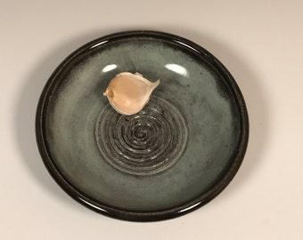 Garlic oil dish