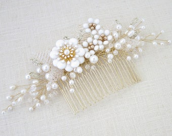 Wedding hair comb, Gold bridal hair accessory, Swarovski crystal and pearl hairpiece, Unique flower hair comb