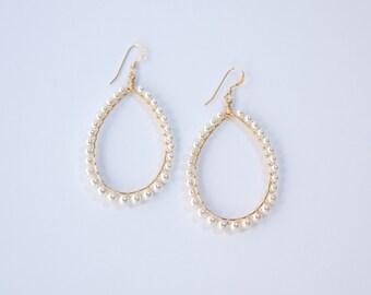 SMALL ALEXA EARRING * white pearl