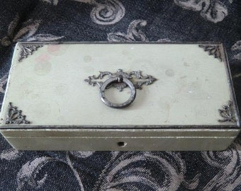 Antique small vintage jewelry box boudoir shabby chic Bohème