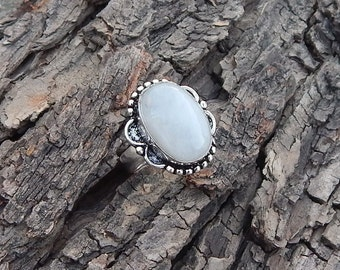 Natural Rainbow Moonstone Gemstone 925 Sterling silver Ring Size 7