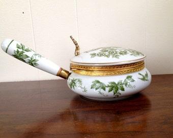 Elegant porcelain Silent Butler - Crumb Catcher