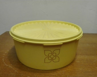 Tupperware cookie canister 1204-20