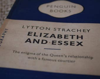 Elizabeth and Essex. A Biography by Lytton Strachey. A Vintage Penguin Book 767. 1950