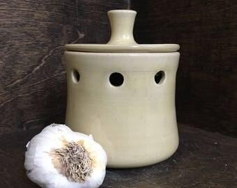 Handmade Ceramic Garlic Keeper, Ceramic Garlic Keeper, Stoneware Garlic Keeper, Lidded Pot