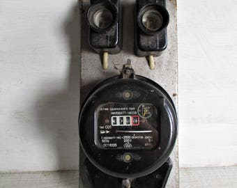 Vintage electric meter/industrial decor/loft/meter/bakelite body/electrical/Watt Meter