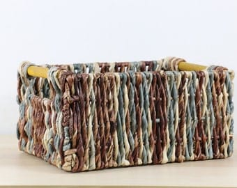Rustic braided multi-colored baskets with wood built-in handles/Storage Basket /Wholesales bulk/straw basket/wedding gift/GrasShanghai