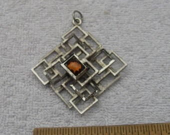 Fabulous 1970s Silver Tone MODERNIST PENDANT-Joined Squares-Amber Glass? Stone-1326